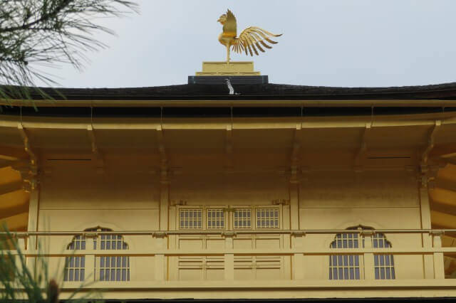 金閣寺の金箔を英語で説明