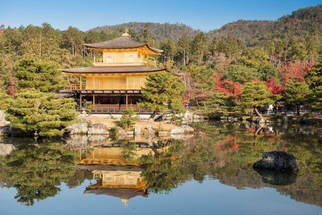 三島由紀夫の金閣寺を英語で説明