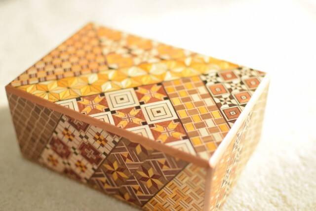 箱根寄木細工を英語で説明