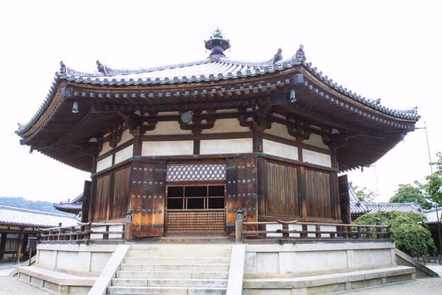 法隆寺の夢殿を英語で説明
