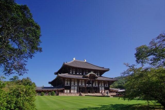 東大寺の大仏殿を英語で説明