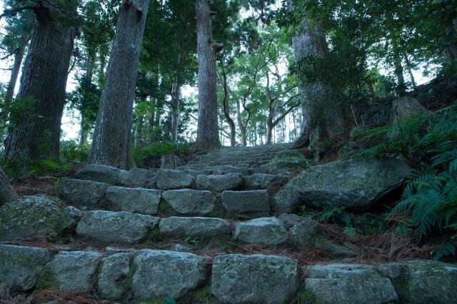 熊野古道の道を英語で説明