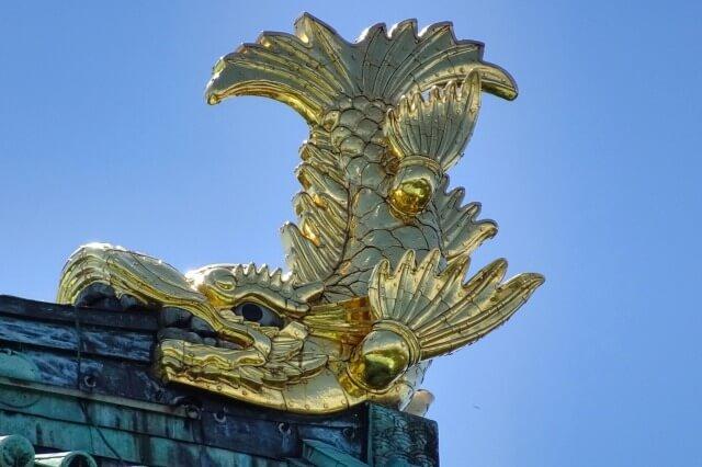 名古屋城の金鯱を英語で説明