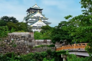 大阪城を英語で説明|天守閣を中心とした緑豊かな大阪城公園を紹介