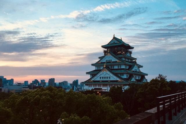 大阪城の歴史を英語で説明