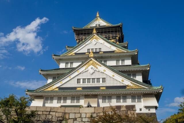 大阪城の天守閣を英語で説明